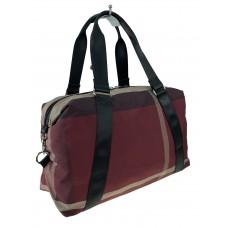 На фото 1 - Дорожная текстильная сумка с принтом, цвет бордовый