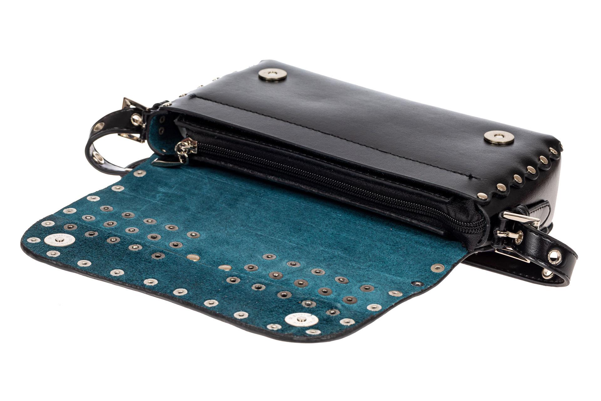 На фото 4 - Женская сумка из кожи с принтом, цвет черный