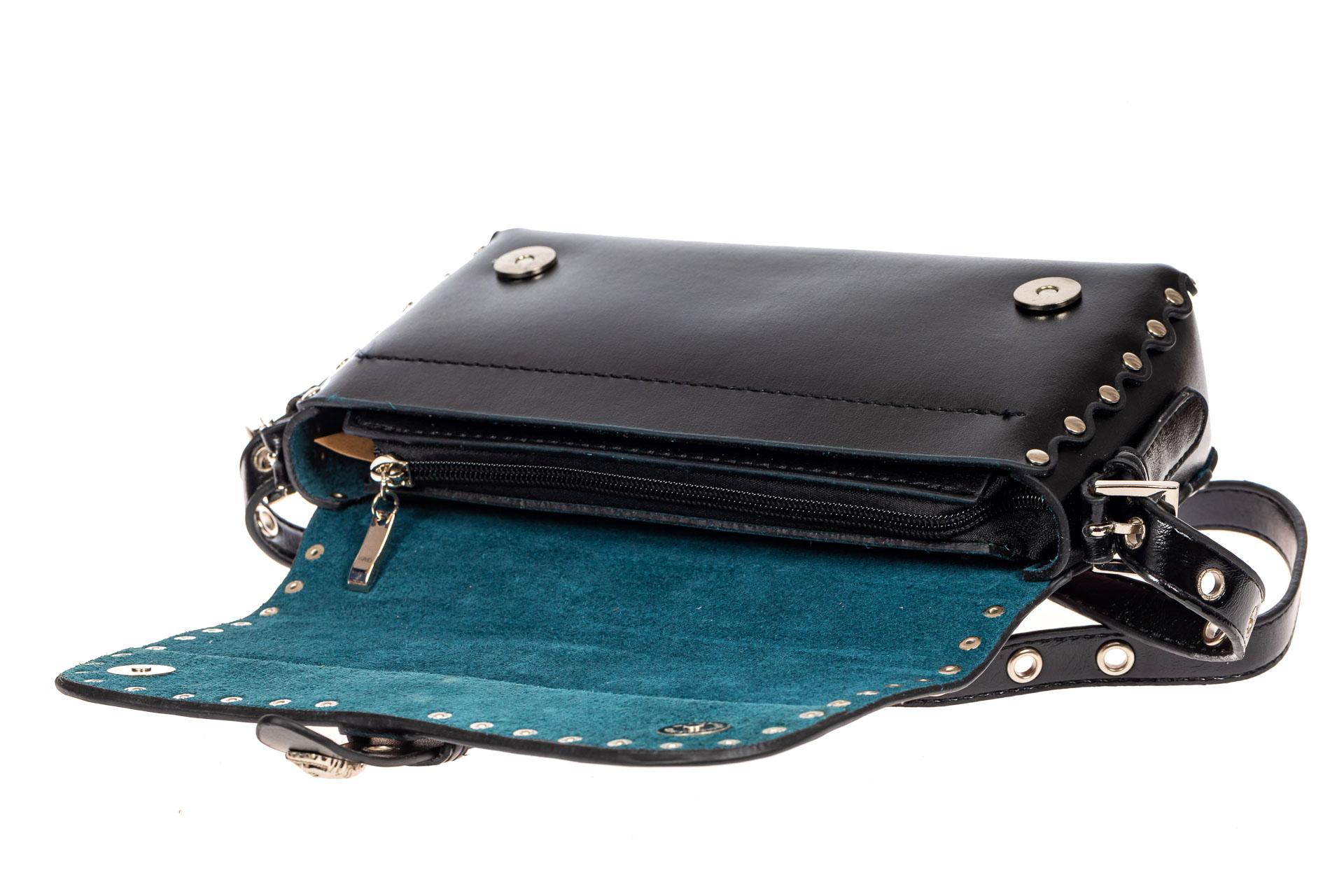 На фото 4 - Кожаная сумка с принтом, цвет черный