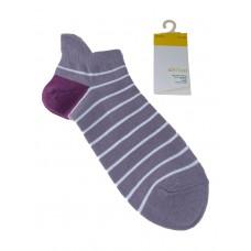 На фото 1 - Женские носки в полоску с высокой пяткой, цвет сиреневый