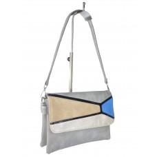 На фото 1 - Женская сумка-мессенджер из экокожи с разноцветными вставками, серый цвет