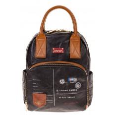 На фото 2 - Черный рюкзак из тайвека