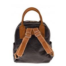 На фото 3 - Черный рюкзак из тайвека