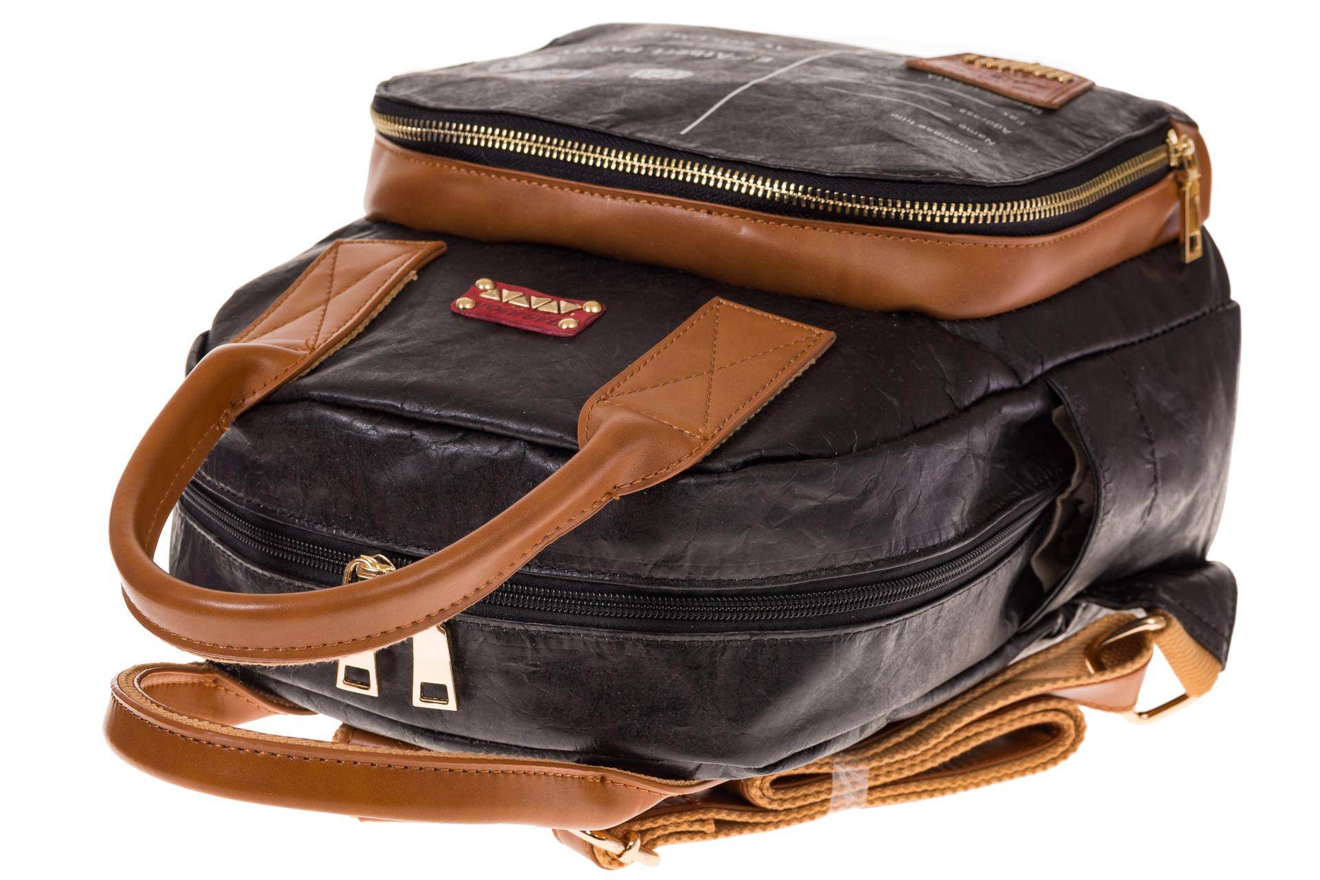 На фото 4 - Черный рюкзак из тайвека