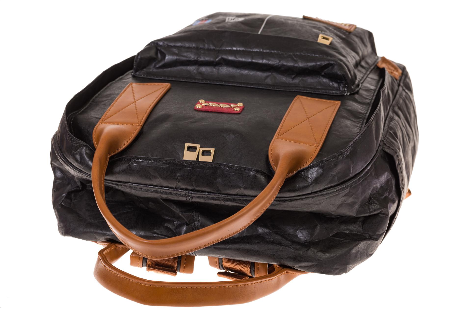 На фото 4 - Черный рюкзак в эко-стиле из Tyvek