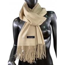 На фото 1 - Однотонный шарф-палантин из кашемира, цвет крем-брюле