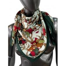 На фото 1 - Шёлковый платок с совами, цвет тёмно-зелёный
