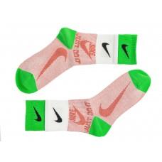 На фото 1 - Высокие спортивные носки c принтом, цвет розовый с салатовым и белым