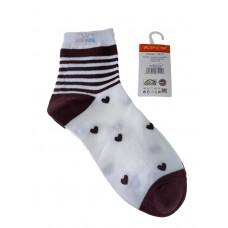 На фото 1 - Женские носки в полоску с сердечками, цвет белый с коричневым