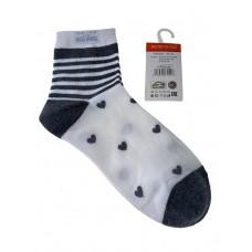 На фото 1 - Женские носки в полоску с сердечками, цвет белый с серым