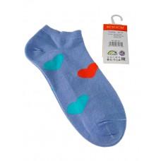 На фото 1 - Носки женские с принтом в виде сердечек, цвет голубой
