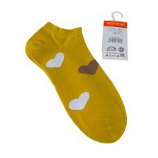 На фото 1 - Носки женские с принтом в виде сердечек, цвет жёлтый