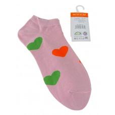На фото 1 - Носки женские с принтом в виде сердечек, цвет розовый