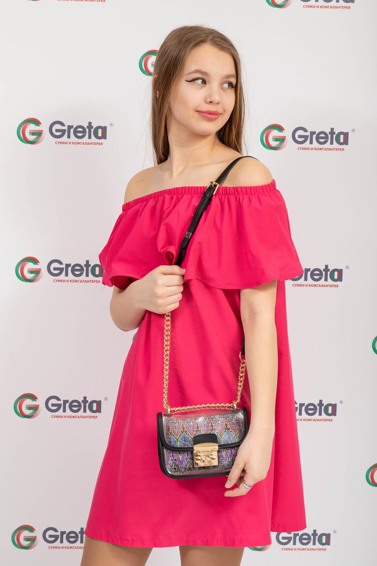 На фото 4 - Прозрачная сумочка с черной окантовкой