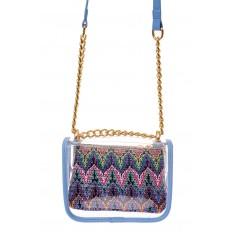 На фото 2 - Прозрачная сумочка с голубой окантовкой
