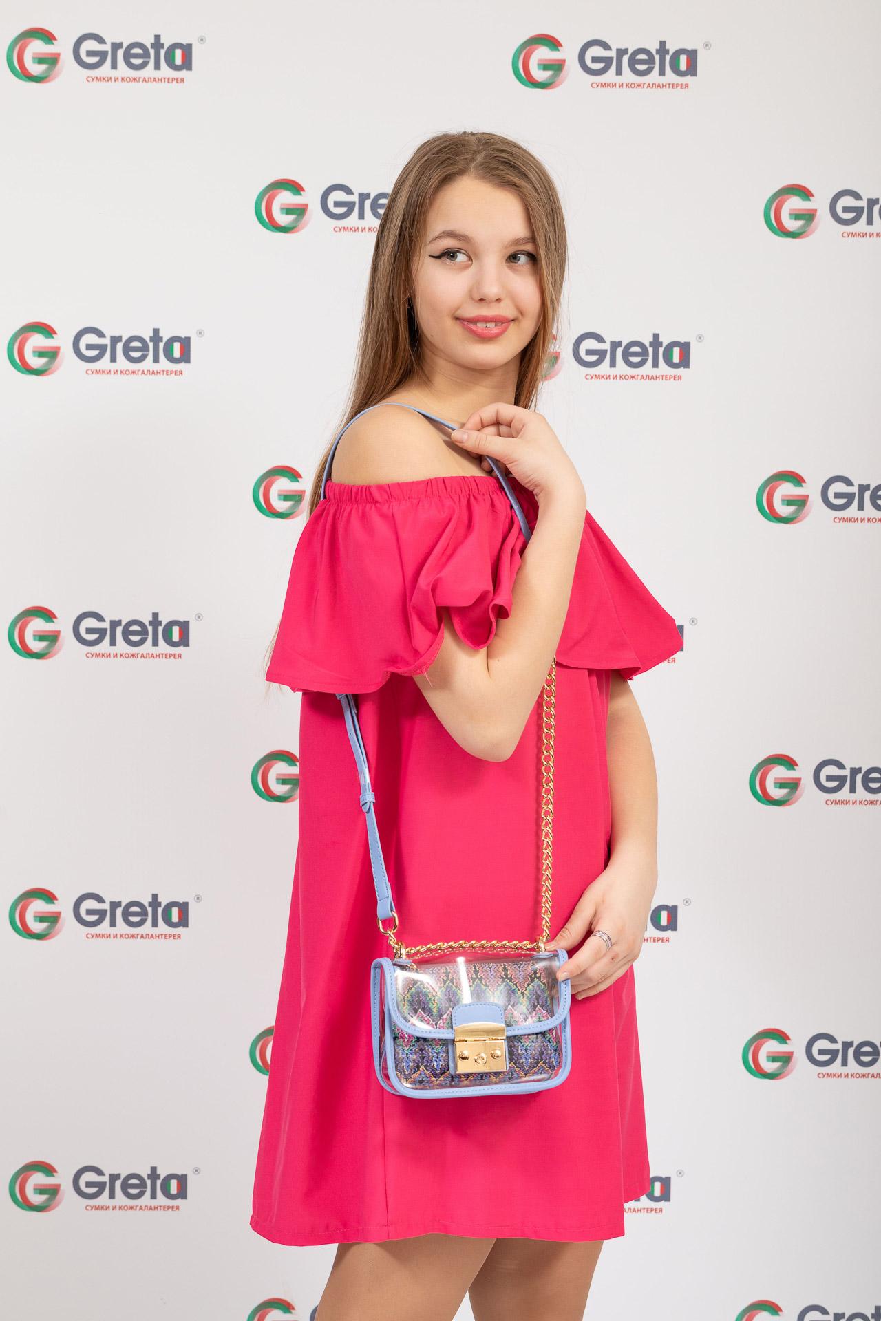 На фото 4 - Прозрачная сумочка с голубой окантовкой