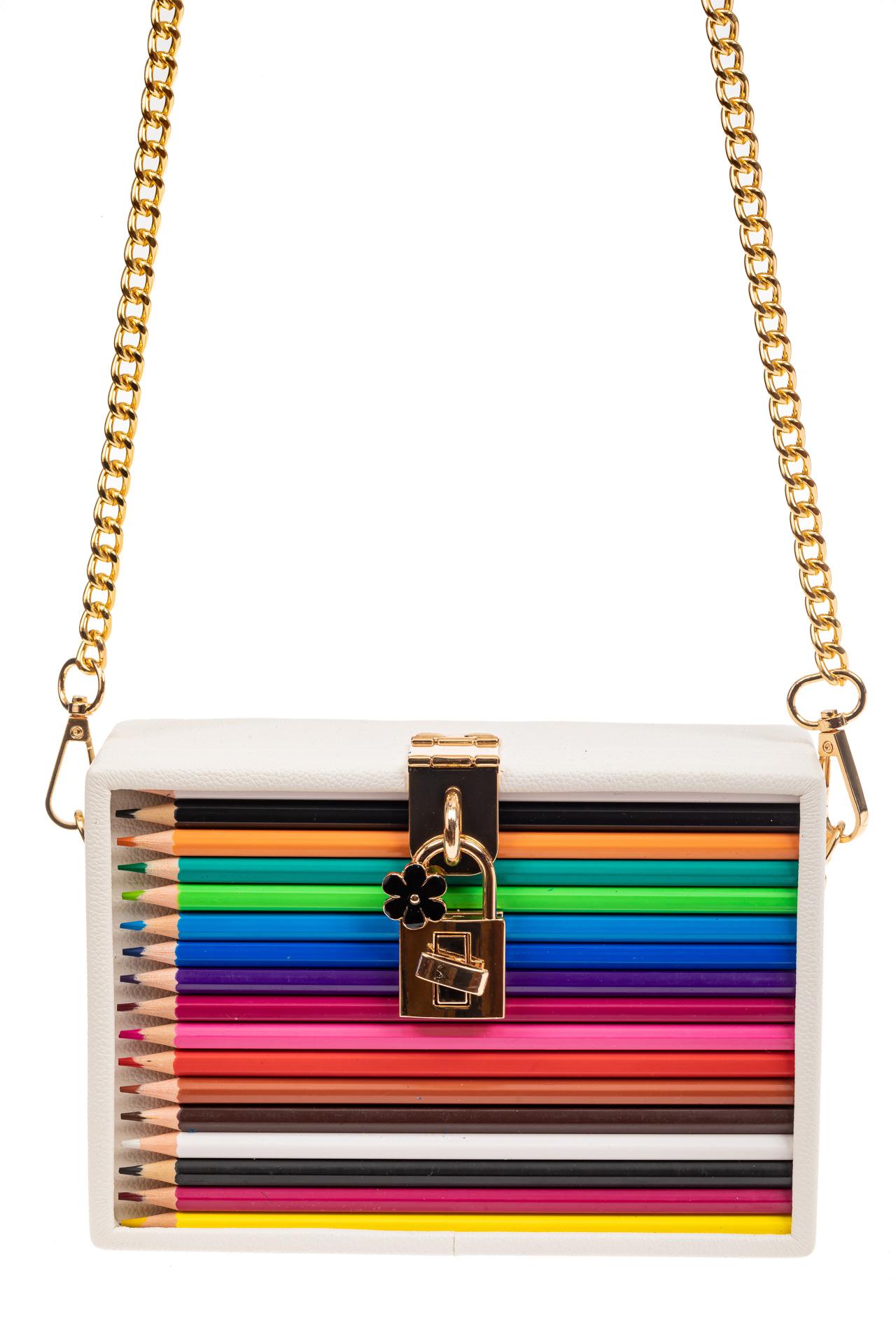 На фото 2 - Каркасная театральная сумочка из искусственной кожи с настоящими цветными карандашами, цвет белый