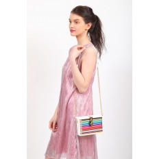 На фото 5 - Каркасная театральная сумочка из искусственной кожи с настоящими цветными карандашами, цвет белый
