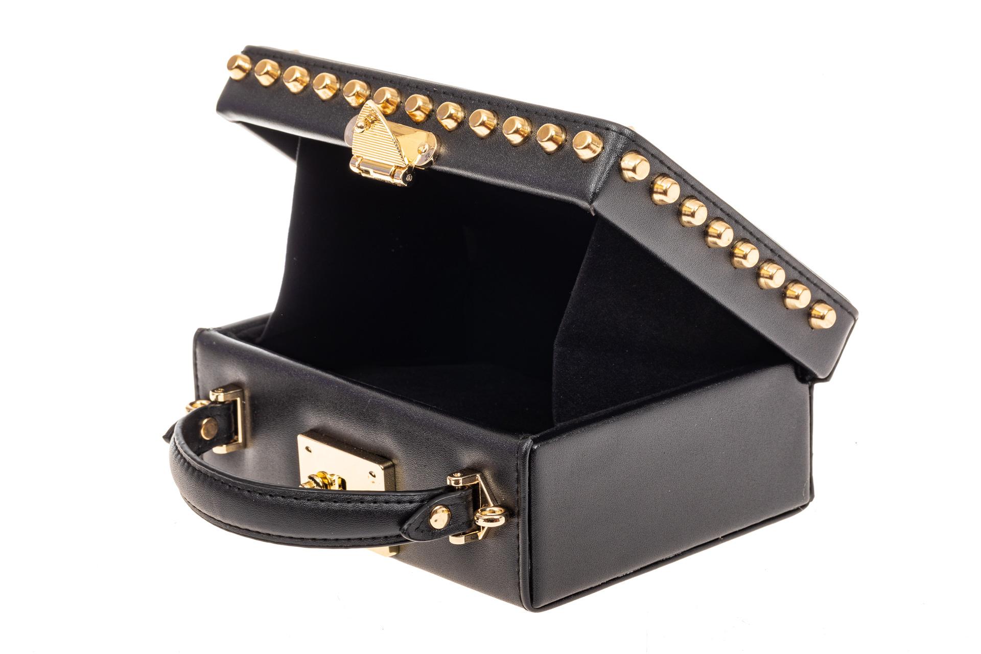 На фото 4 - Каркасная сумочка в стиле ретро из искусственной кожи, основной цвет черный