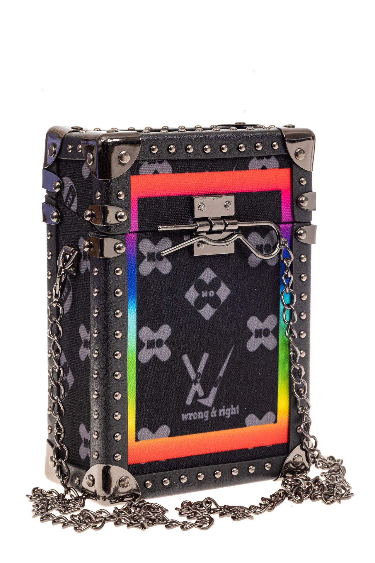 На фото 1 - Каркасная сумка-сундучок из искусственной кожи и текстиля, мультиколор, основной цвет черный