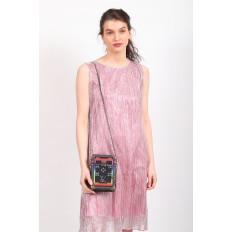 На фото 5 - Каркасная сумка-сундучок из искусственной кожи и текстиля, мультиколор, основной цвет черный