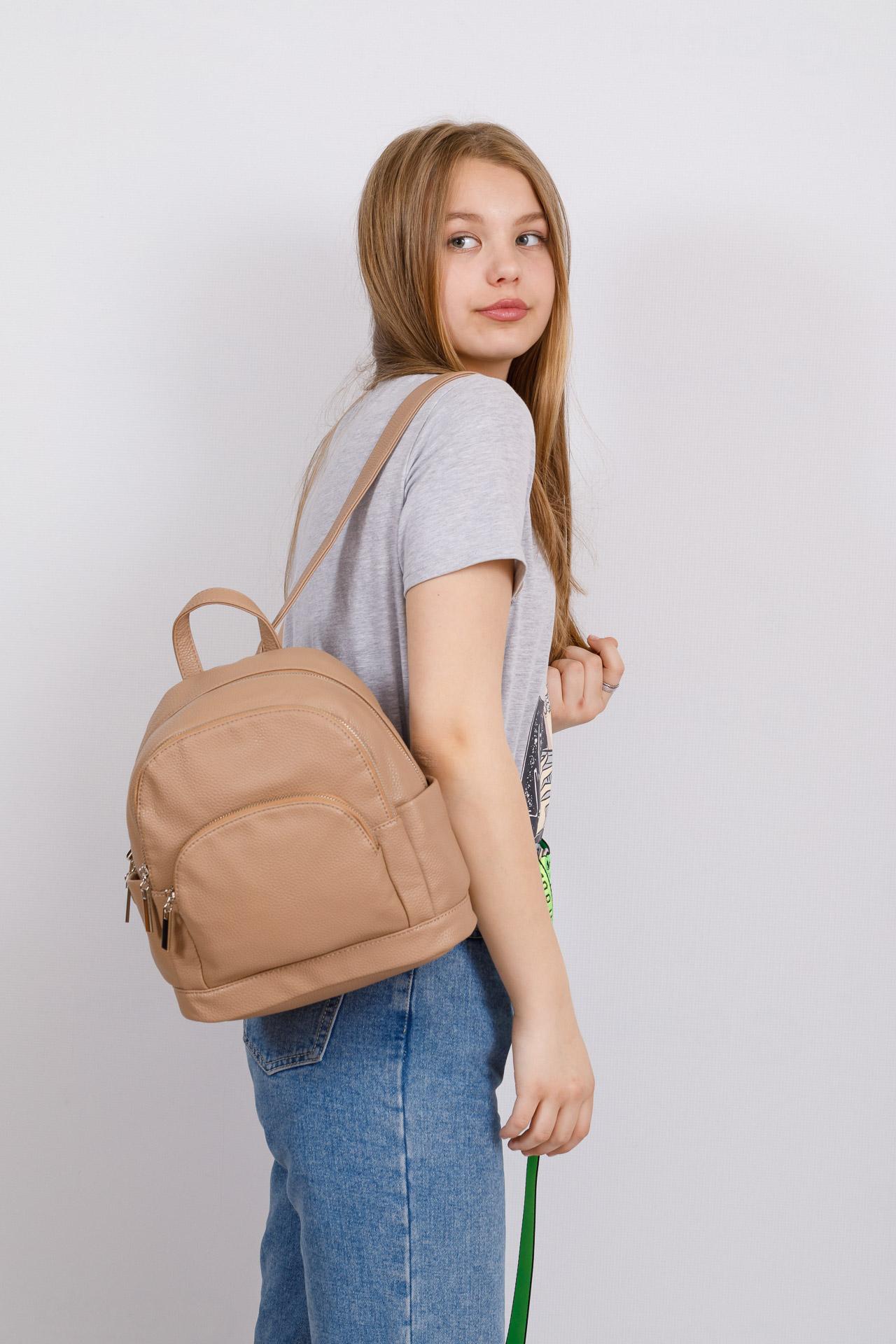 На фото 4 - Женский рюкзачок для города из искусственной кожи, цвет бежевый