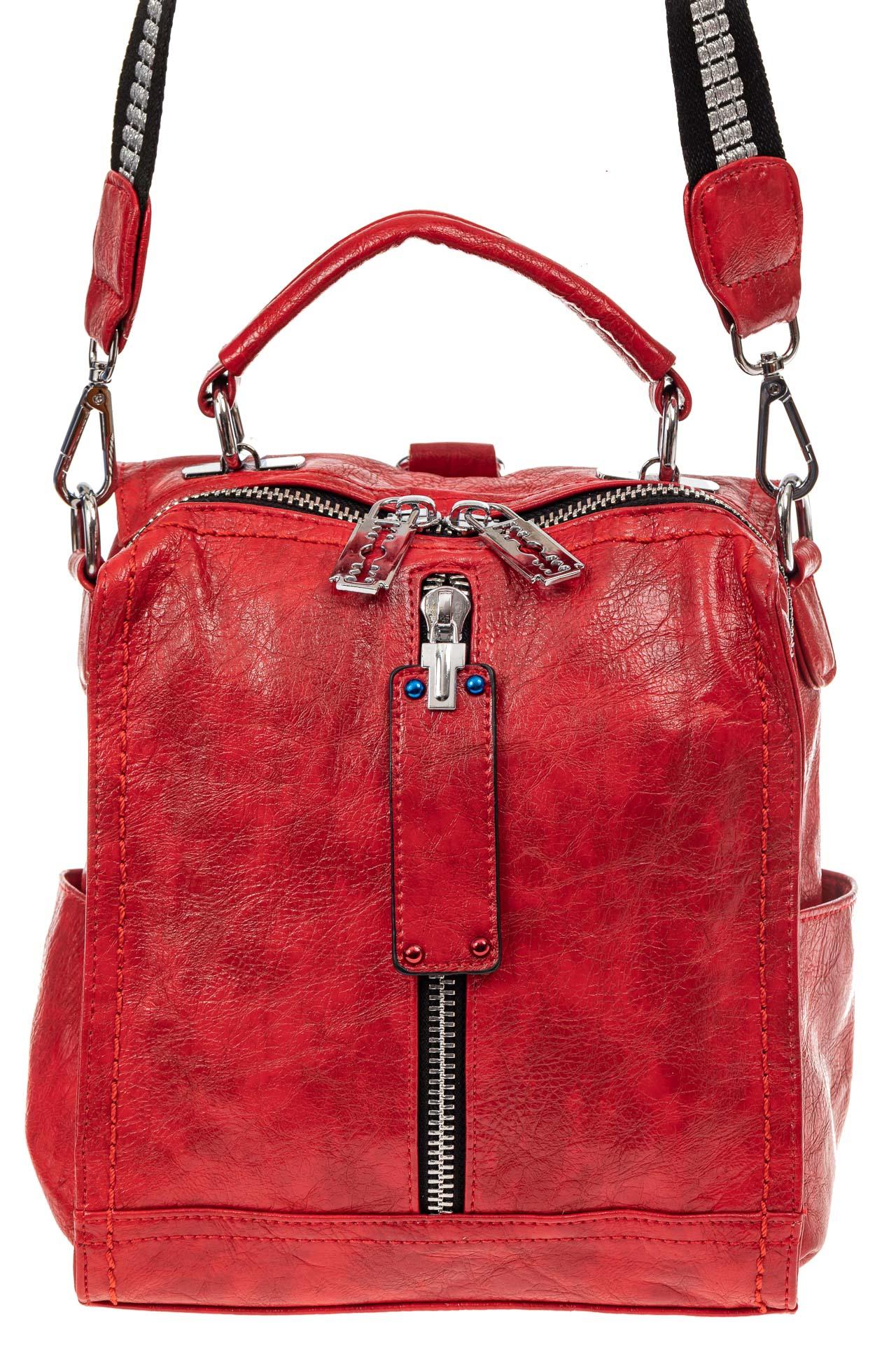 На фото 2 - Сумка женская рюкзак из искусственной кожи, цвет красный