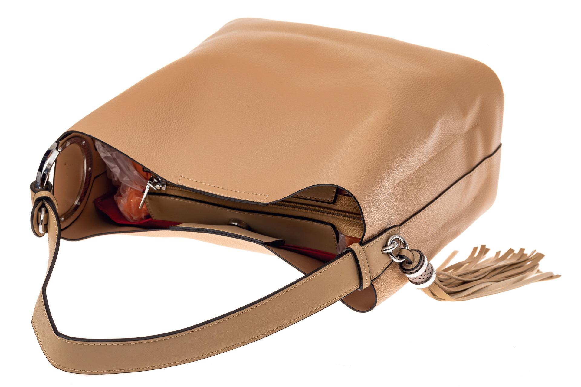 На фото 3 - Вместительная сумка шоппер из искусственной кожи, цвет бежевый