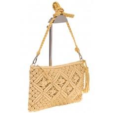 на фото Плетеная сумочка-flat в стиле макраме кремового цвета H4708