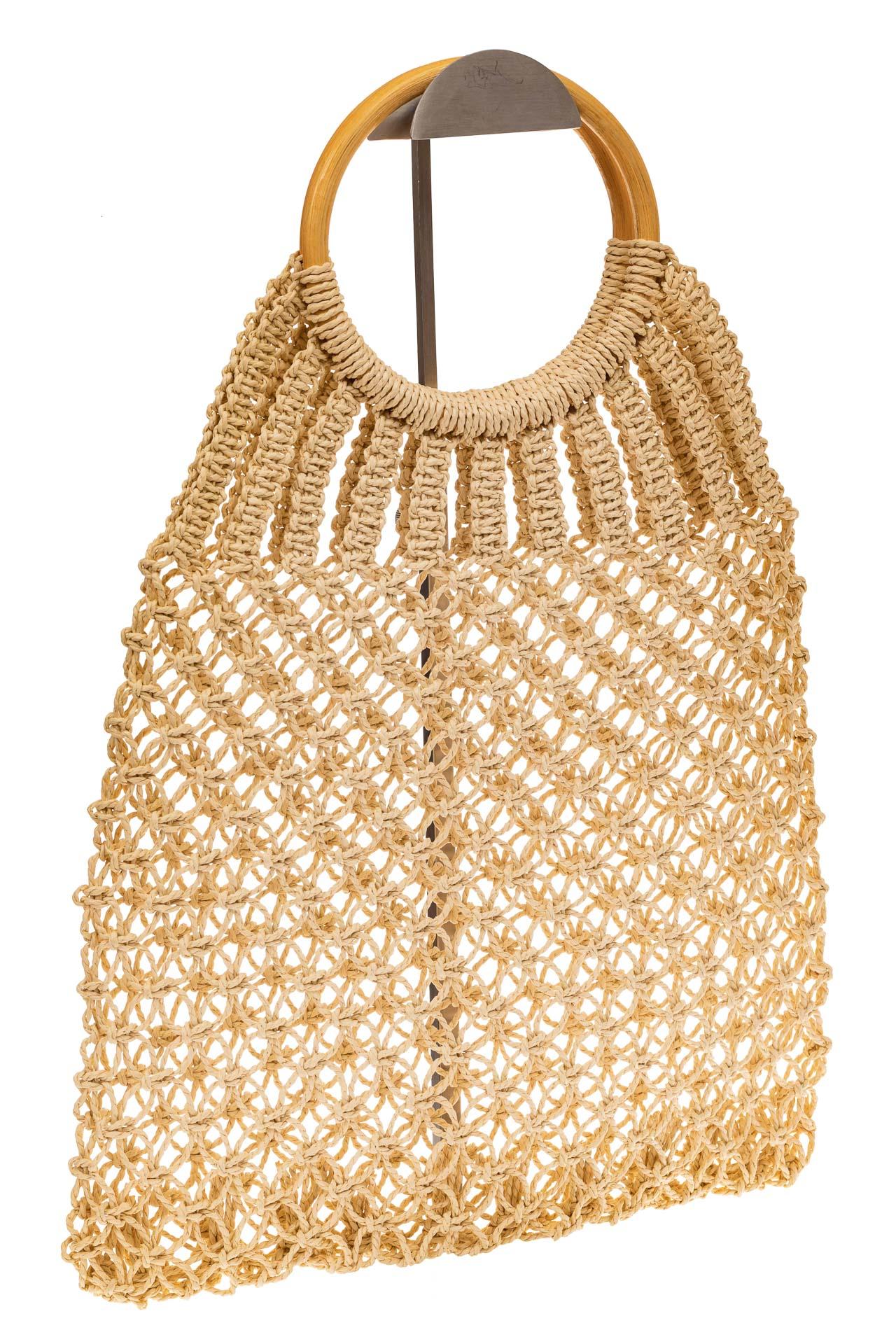 На фото 1 - Плетеная сумка-авоська с деревянными ручками, цвет молочно-белый
