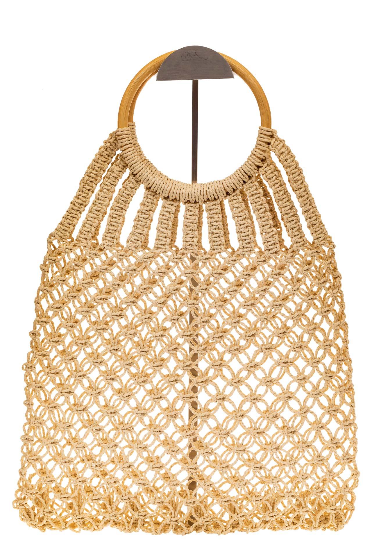 На фото 2 - Плетеная сумка-авоська с деревянными ручками, цвет молочно-белый