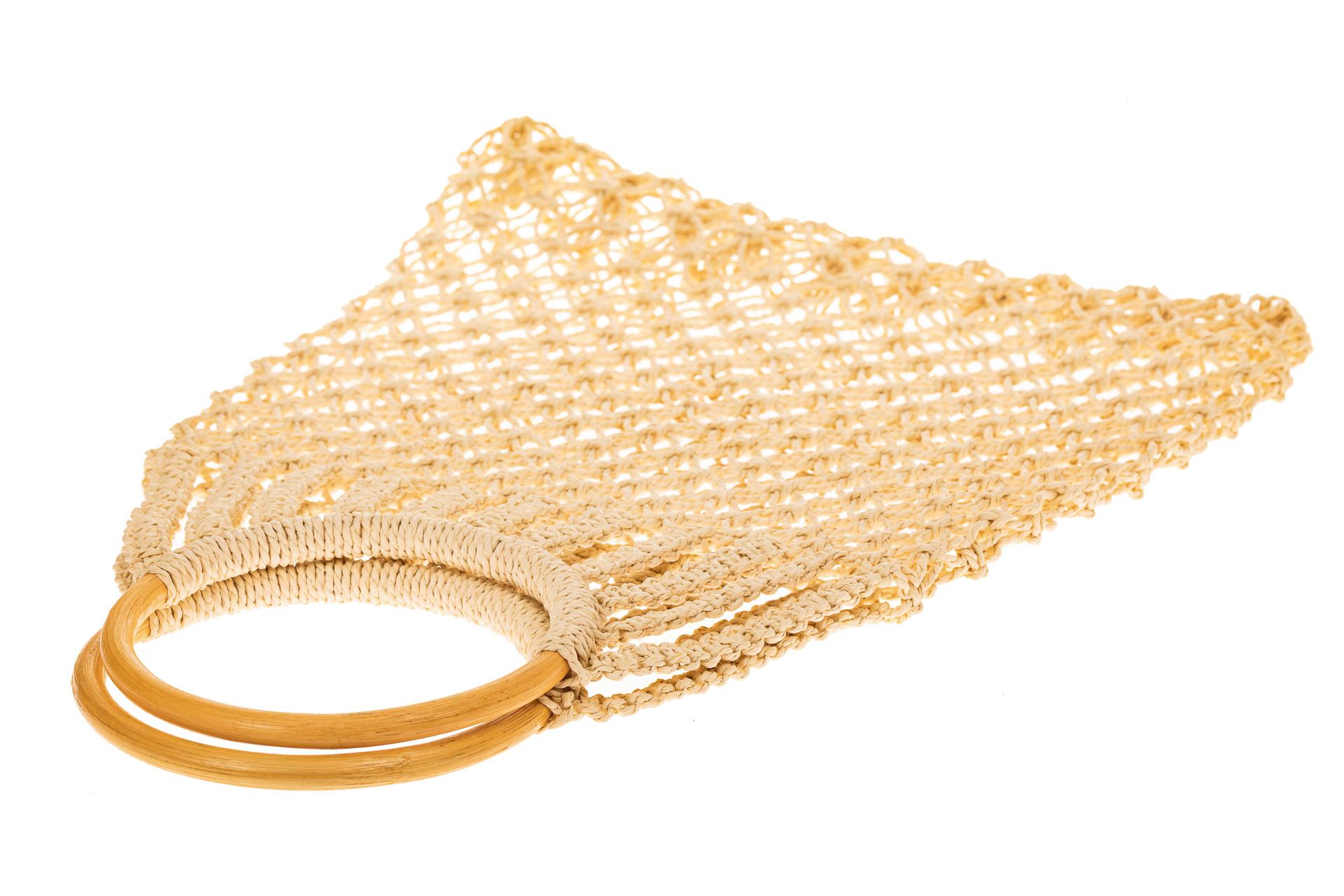 На фото 3 - Плетеная сумка-авоська с деревянными ручками, цвет молочно-белый