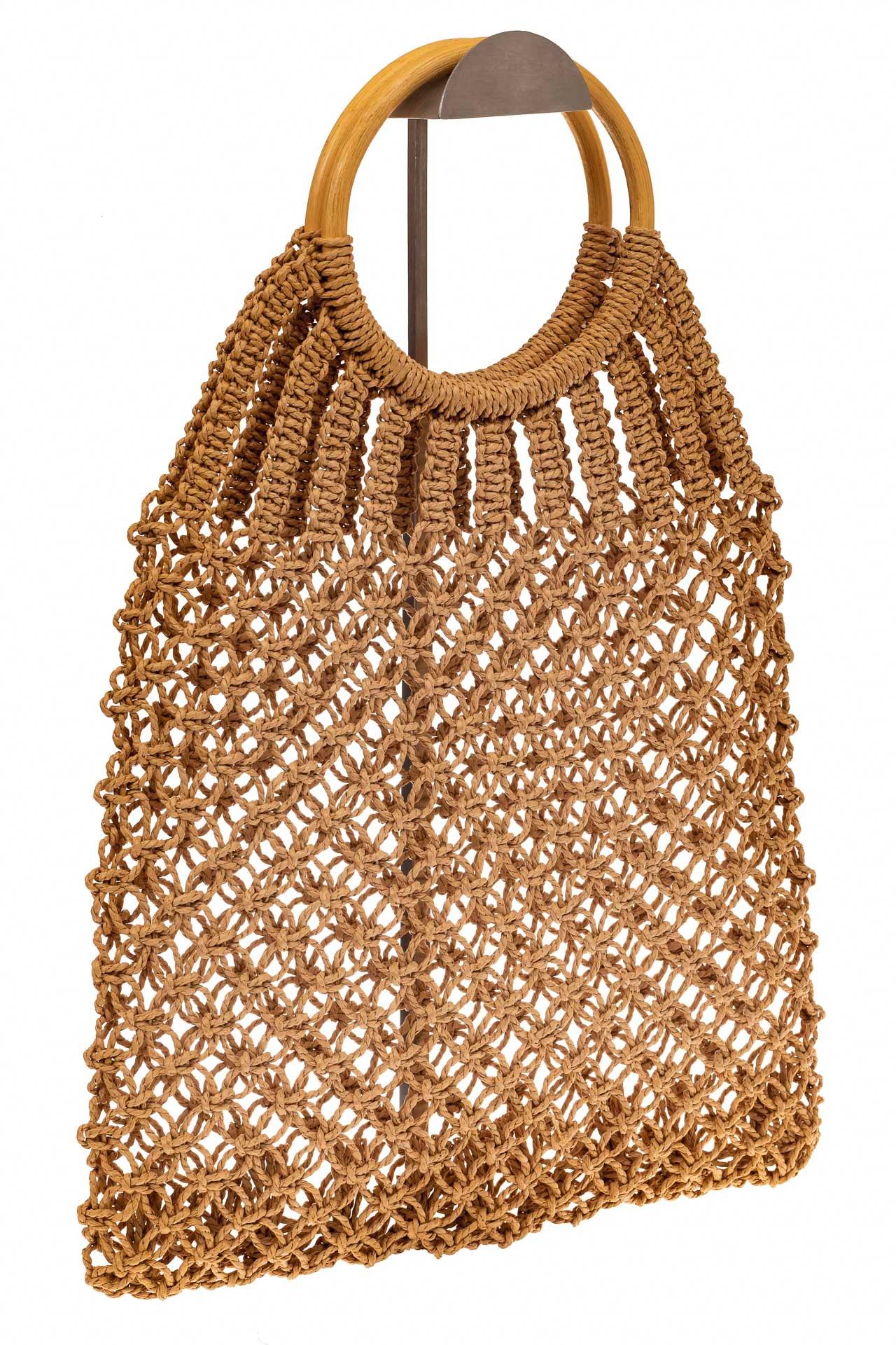 На фото 1 - Плетеная сумка-авоська с деревянными ручками, цвет крафт