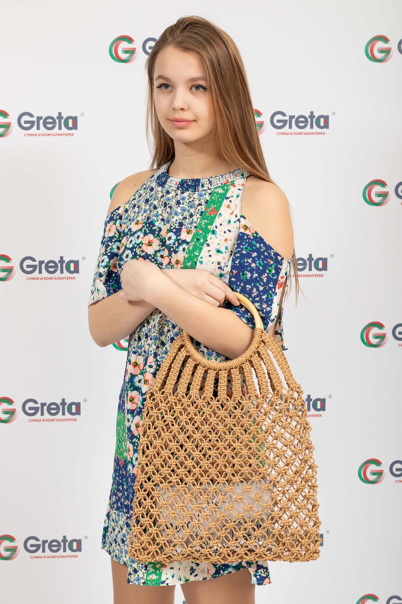 На фото 4 - Плетеная сумка-авоська с деревянными ручками, цвет крафт