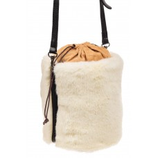 На фото 1 - Меховая сумка-ведро, цвет белый