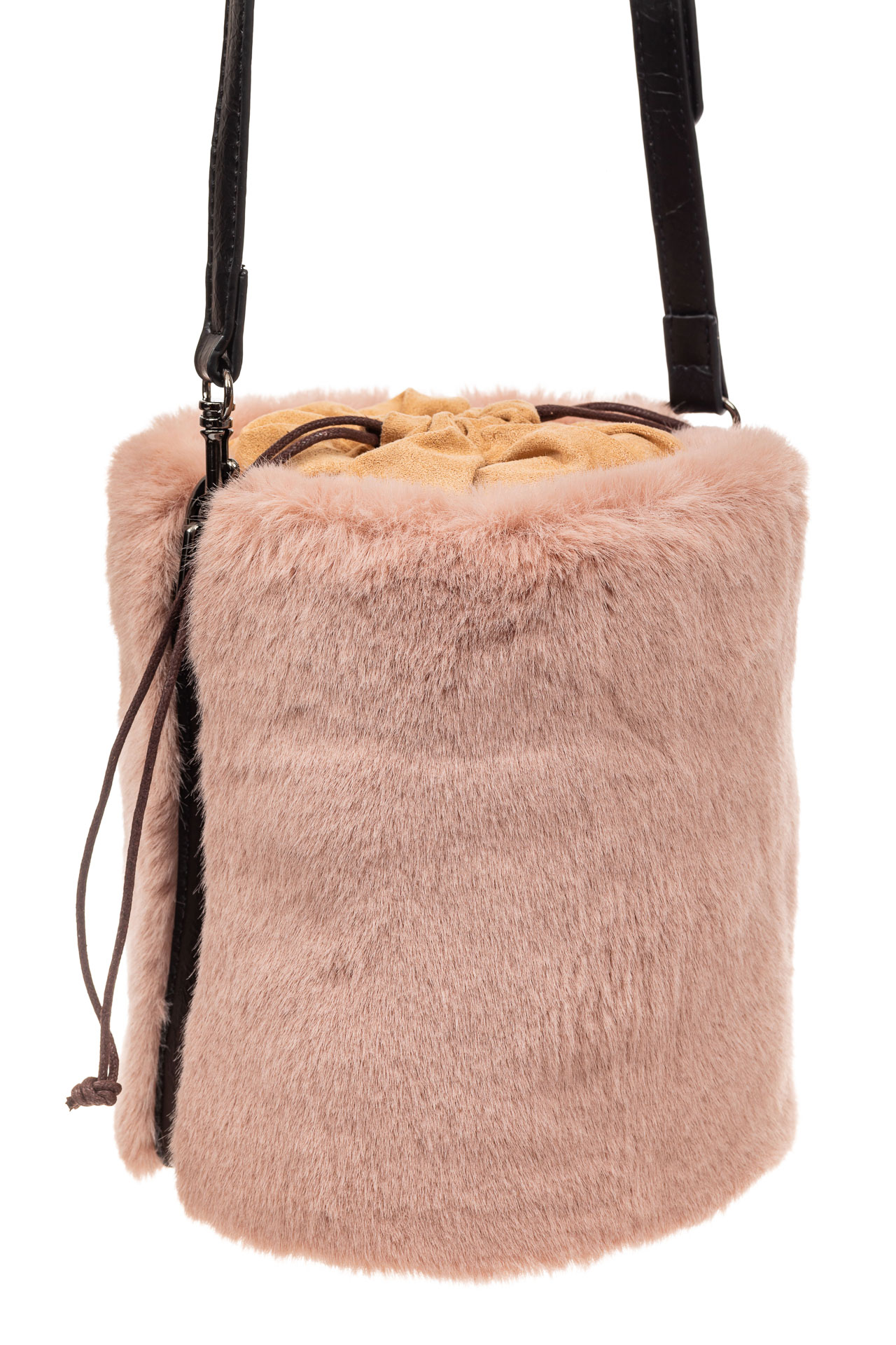 На фото 1 - Меховая сумка-ведро, цвет пудра