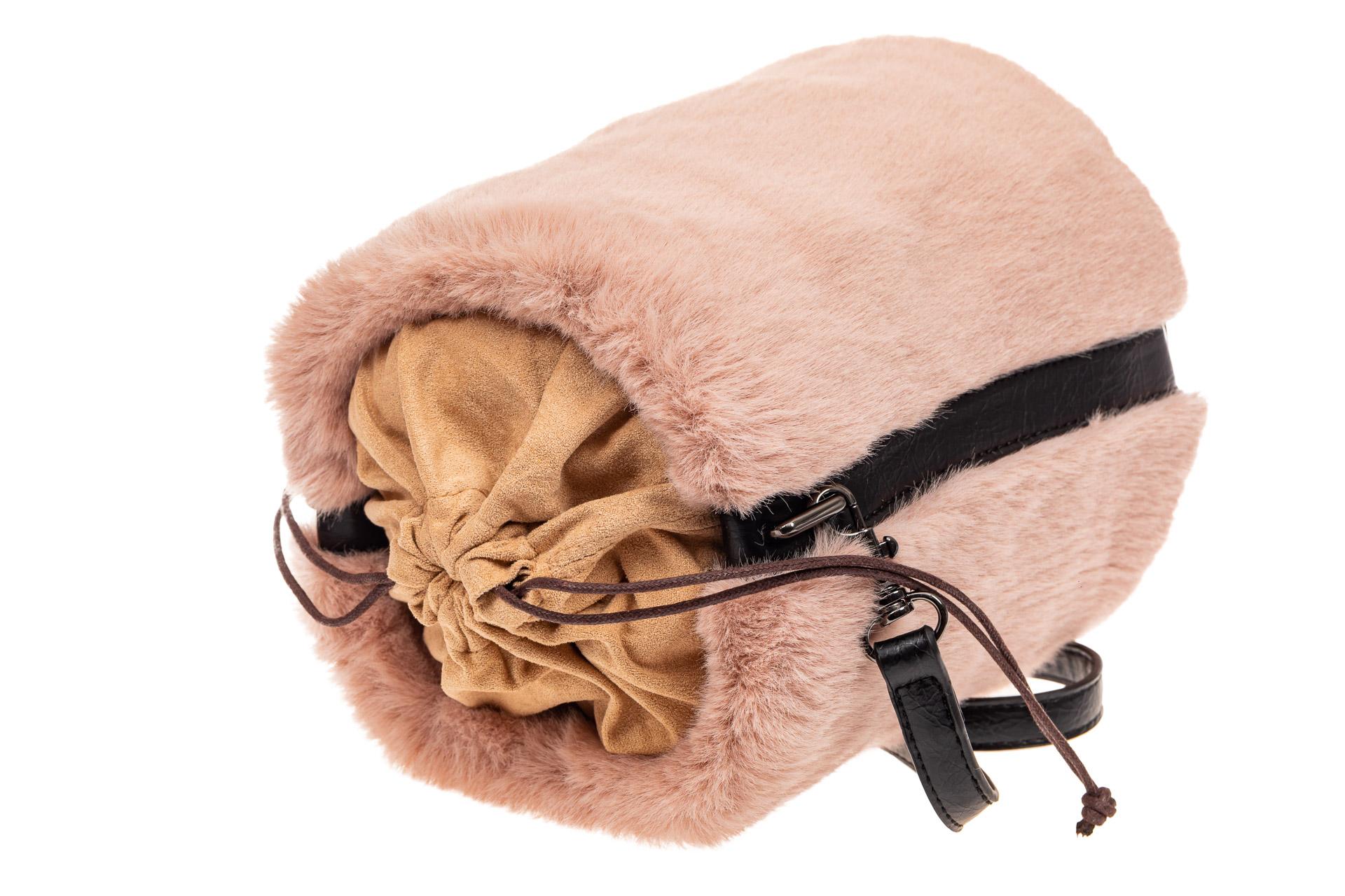 На фото 4 - Меховая сумка-ведро, цвет пудра