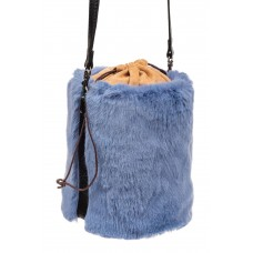 На фото 1 - Меховая сумка-ведро, цвет голубой