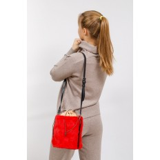 На фото 5 - Меховая сумка-ведро, цвет красный