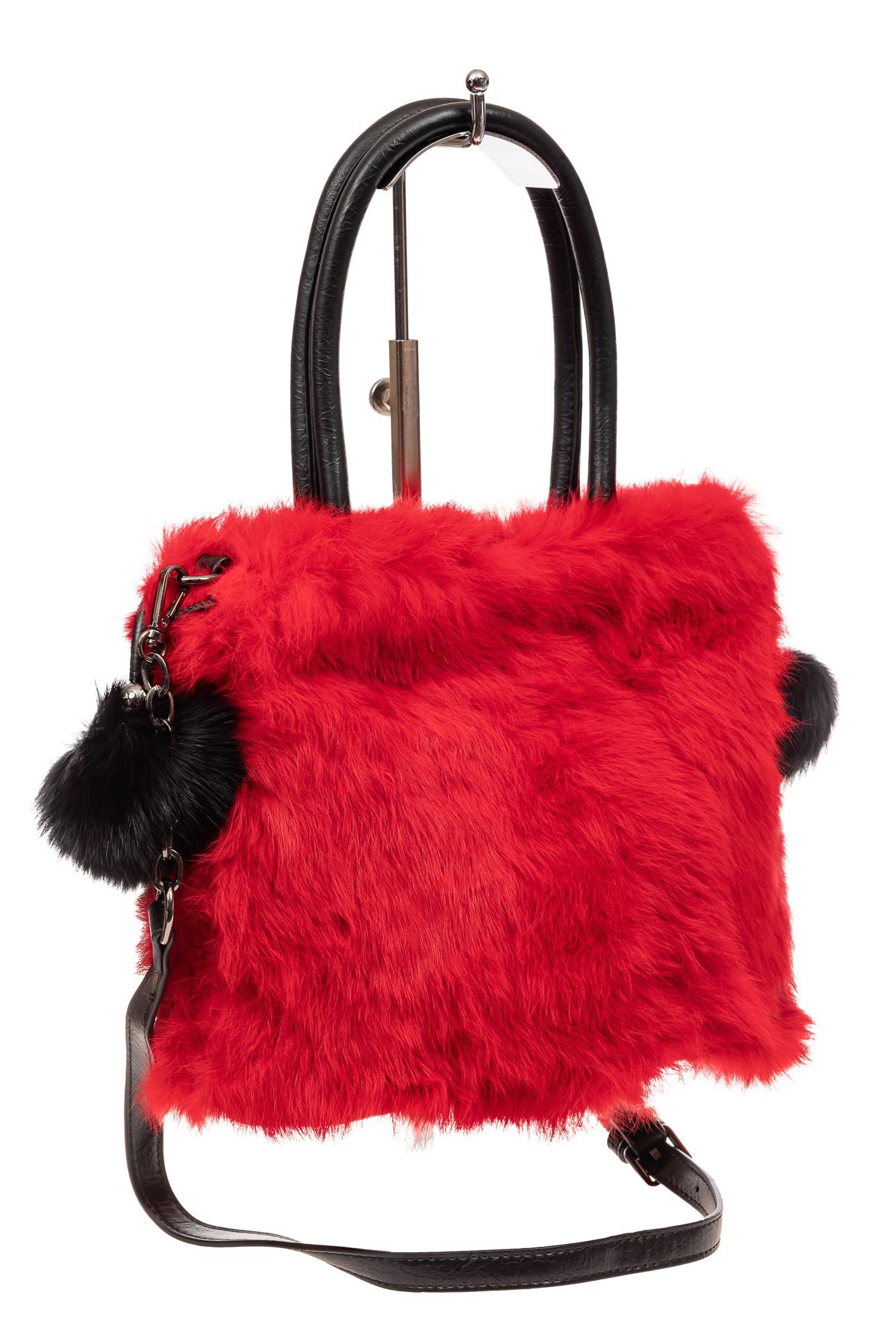 На фото 1 - Сумка кросс-боди женская из натурального меха, цвет красный
