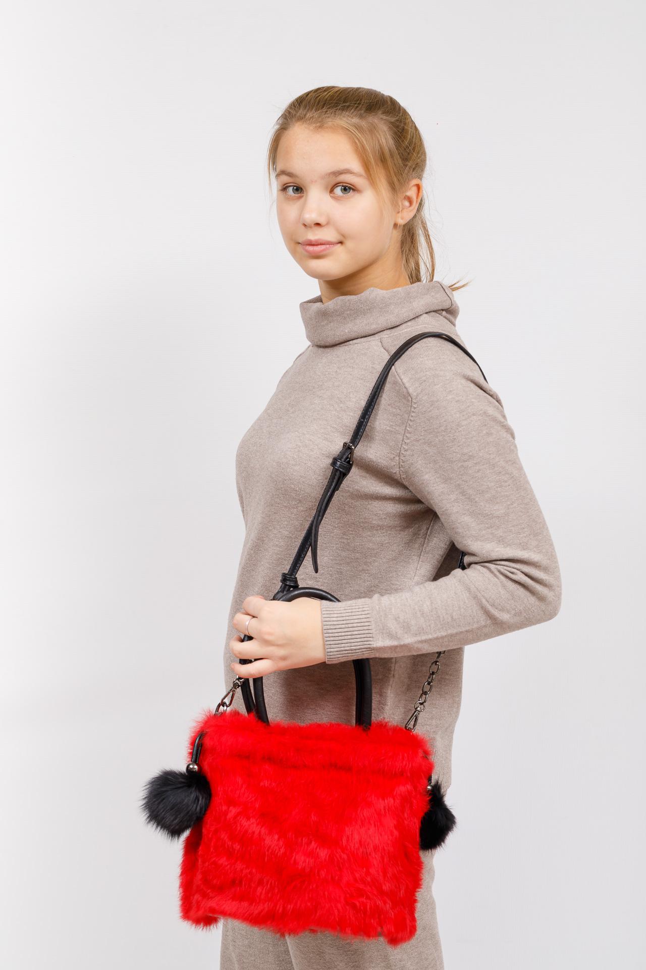 На фото 5 - Сумка кросс-боди женская из натурального меха, цвет красный