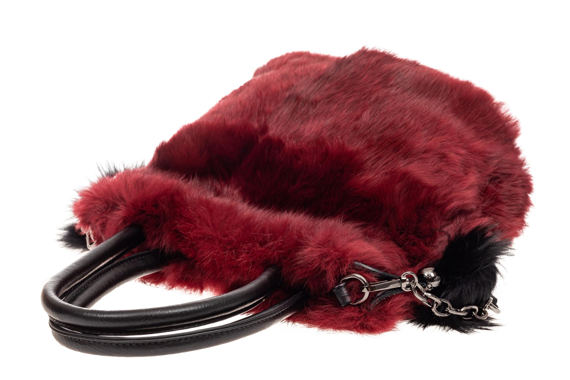 На фото 4 - Сумка кросс-боди женская из натурального меха, цвет бордо
