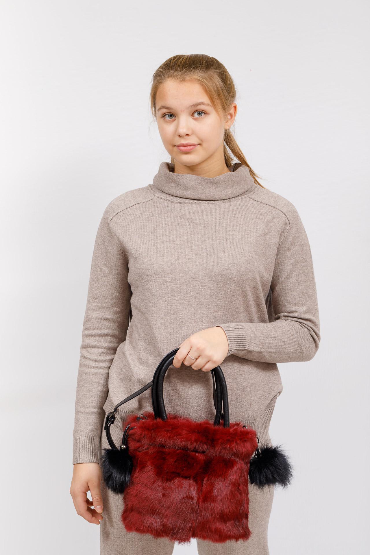 На фото 5 - Сумка кросс-боди женская из натурального меха, цвет бордо