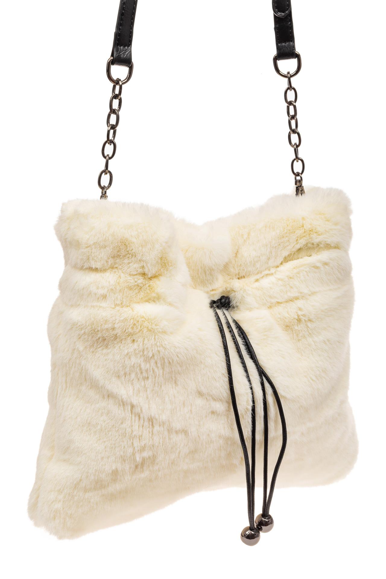 На фото 1 - Сумка женская из натурального меха, цвет белый