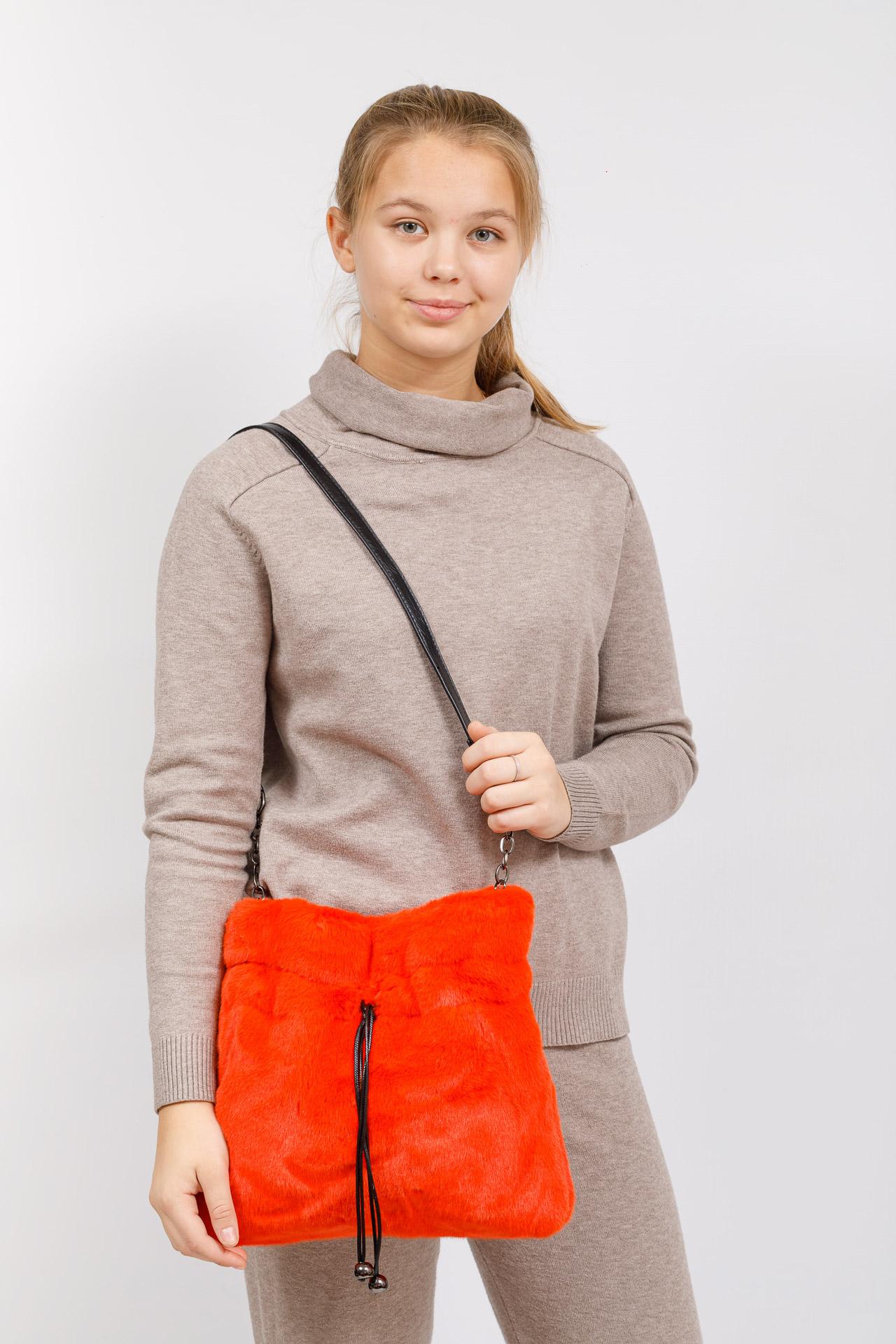 На фото 5 - Сумка женская из натурального меха, цвет оранжевый
