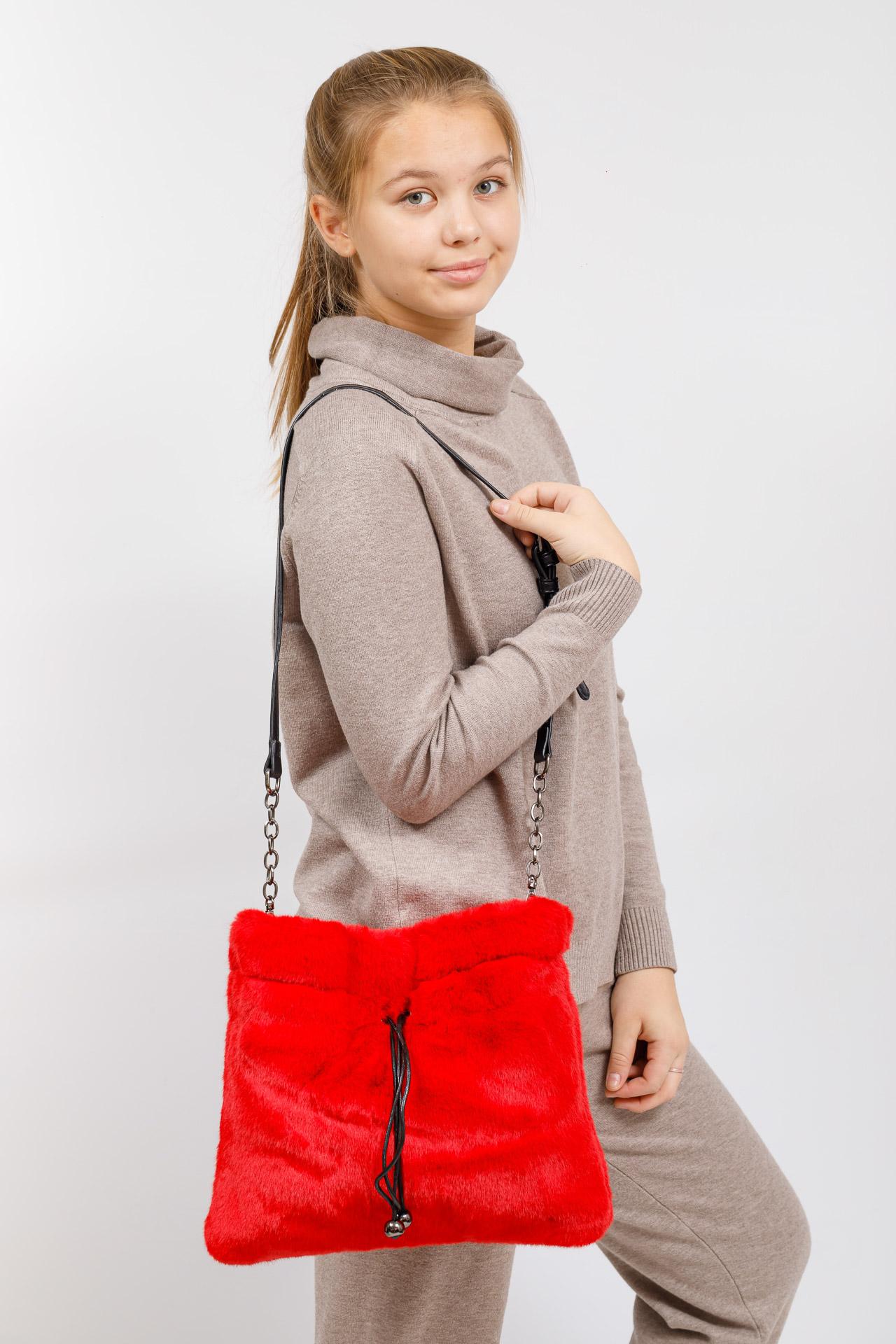 На фото 5 - Сумка женская из натурального меха, цвет красный