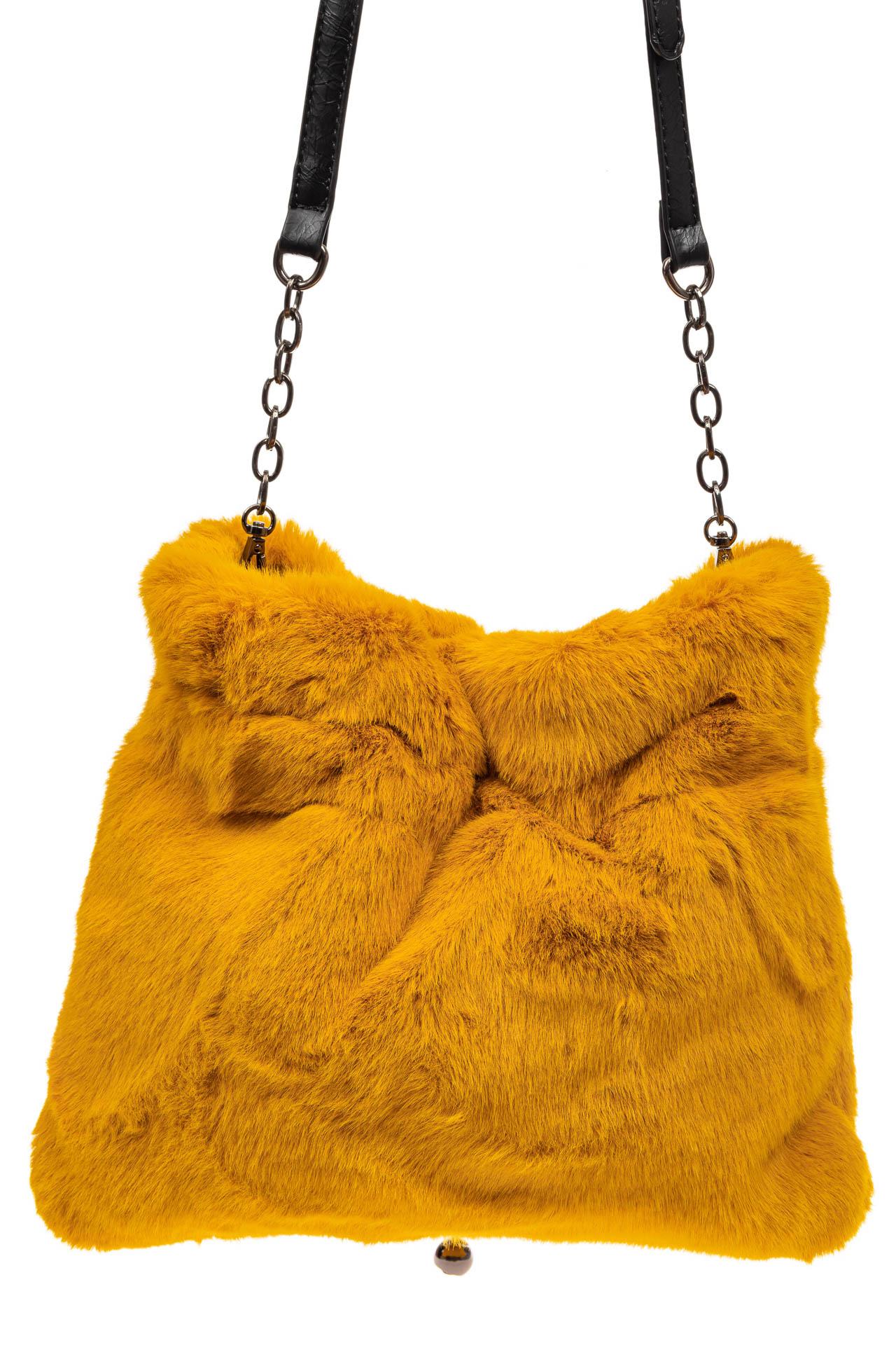 На фото 3 - Сумка женская из натурального меха, цвет желтый