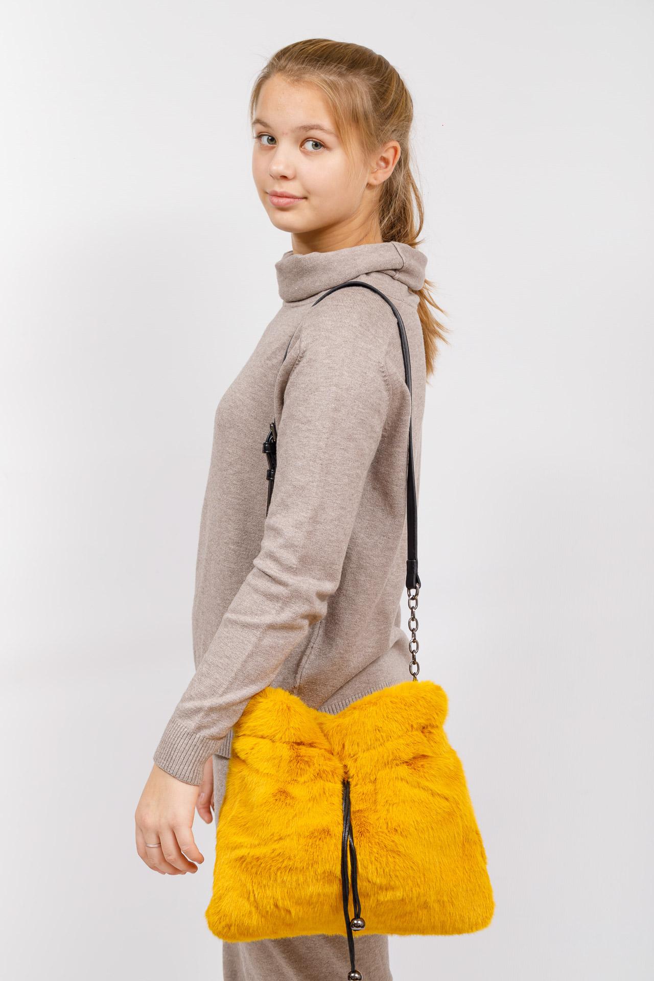 На фото 5 - Сумка женская из натурального меха, цвет желтый