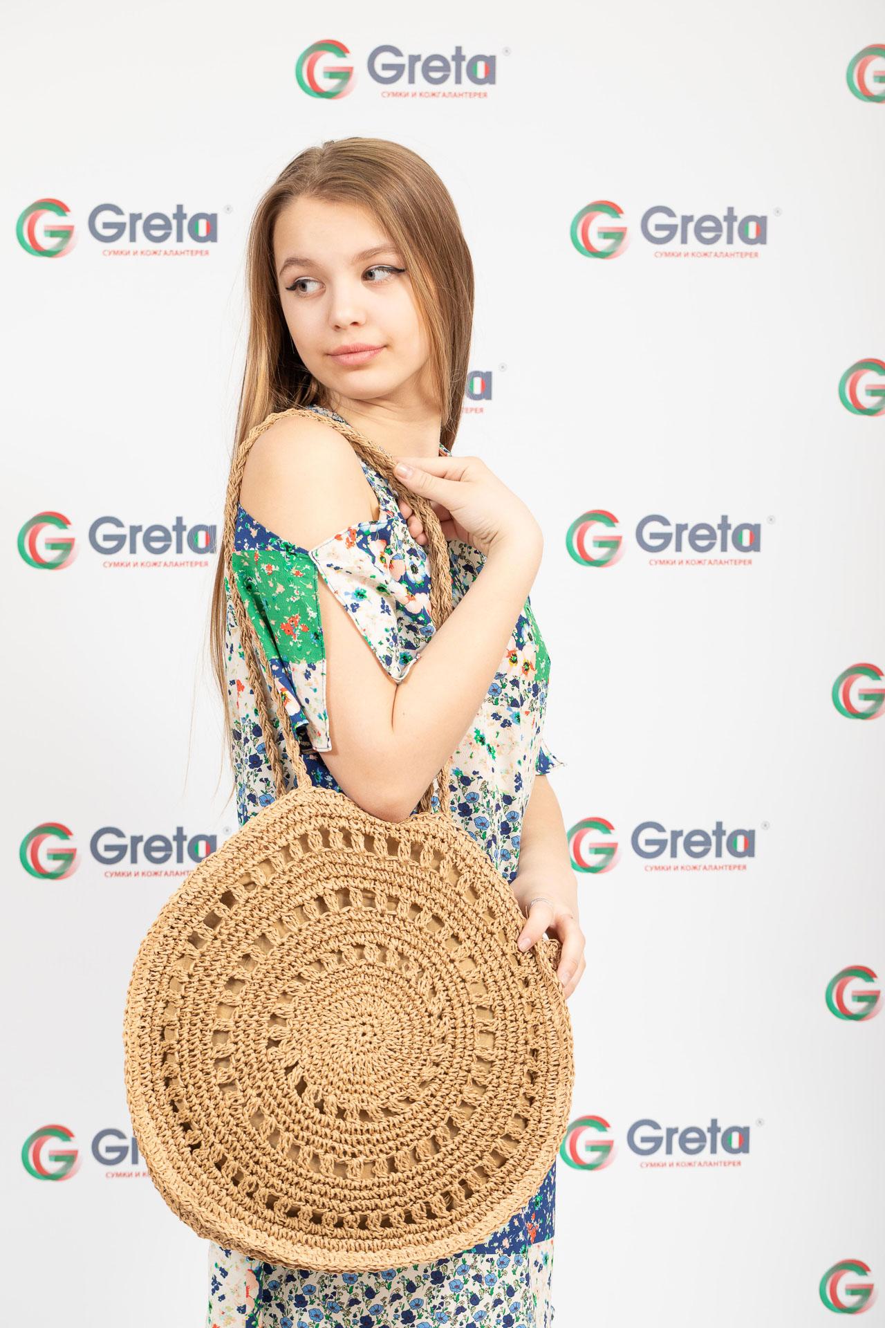 На фото 4 - Большая круглая плетеная сумка из джута, цвет крафт