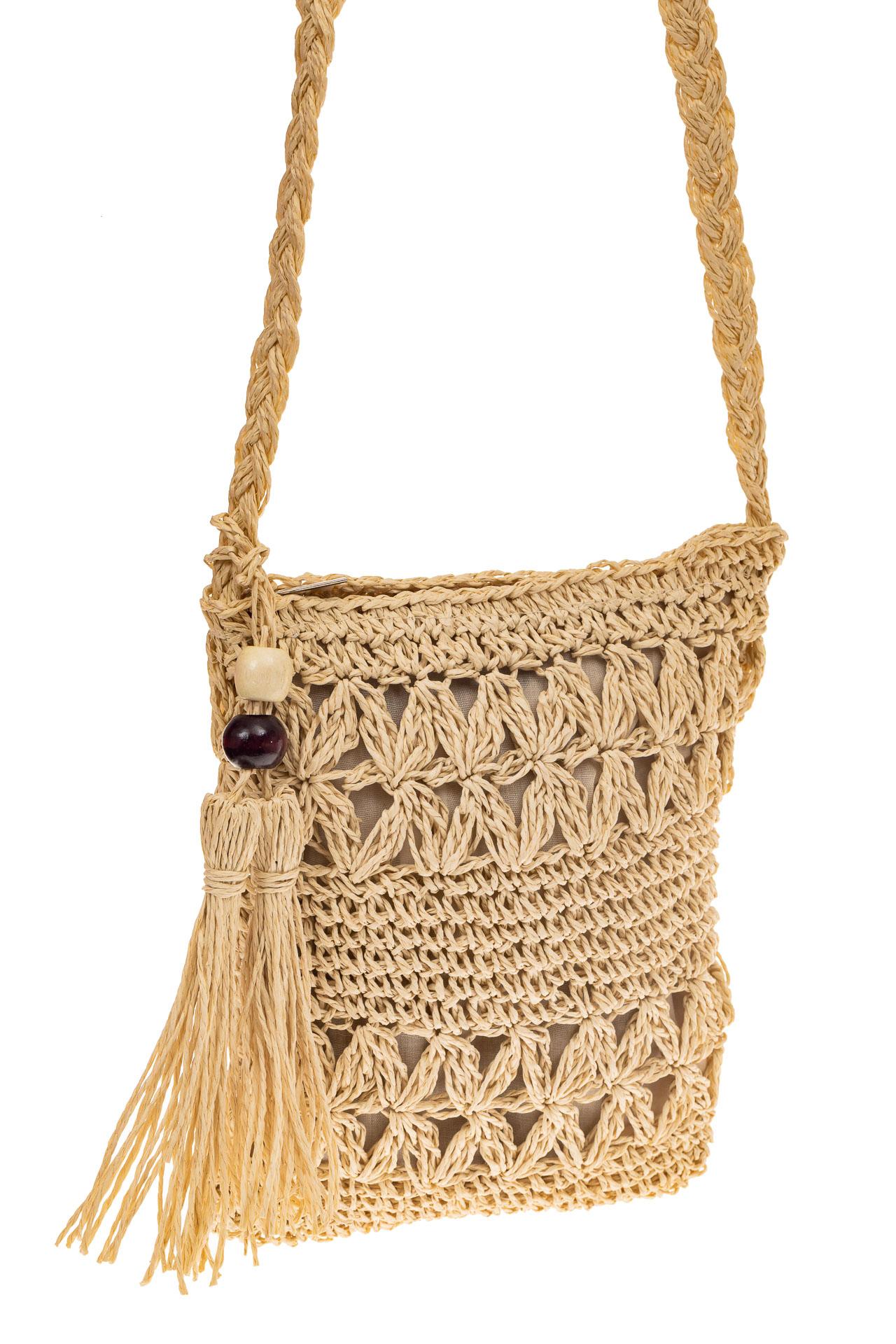 На фото 1 - Плетеная сумочка из мягкого джута, цвет бежевый